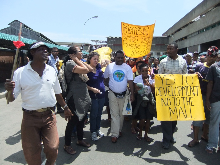 South-Africa-09-RD-Warwick-Jct-Protest_132-2